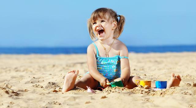 10 giochi da fare in spiaggia con i bambini